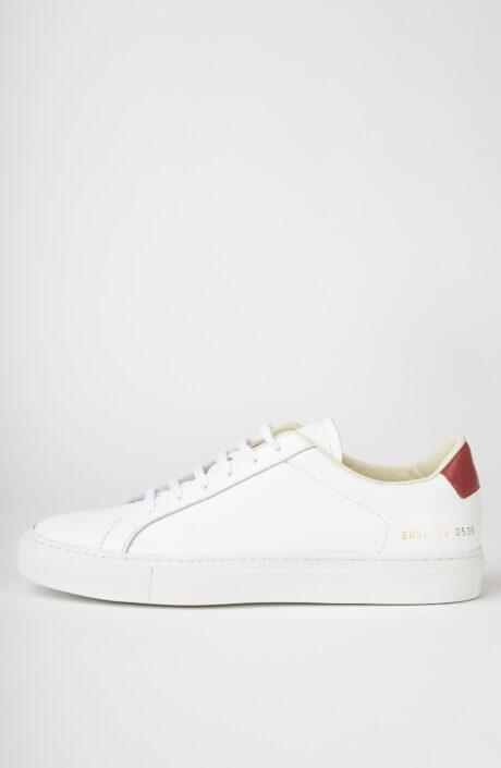 """Weißer Sneaker """"Retro low 6058"""" mit rotem Fersendetail"""
