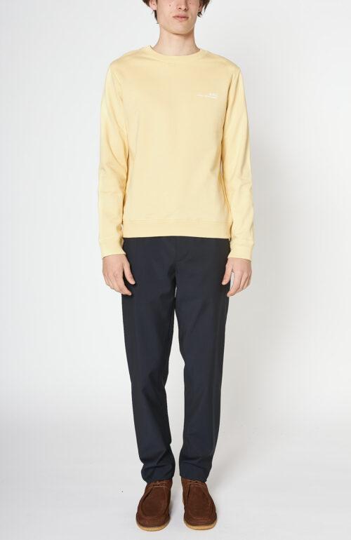"Gelber Sweater ""Item"" mit Logo Print"