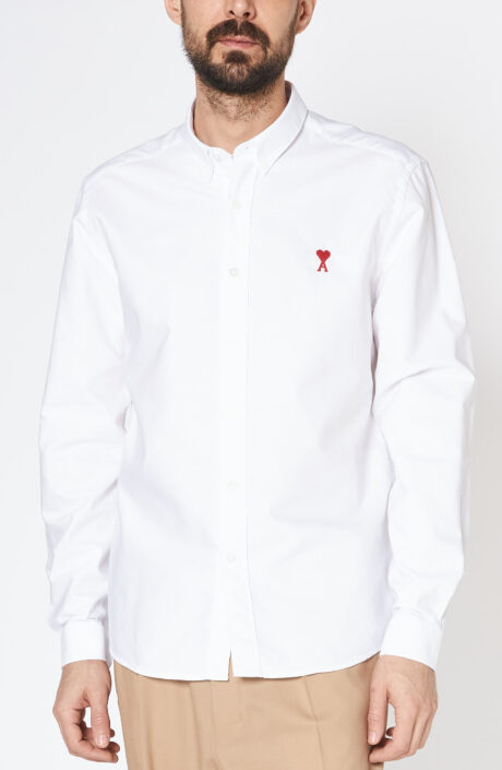 Weißes Button-down-Hemd mit rotem Herz