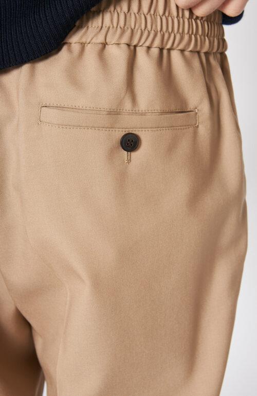 Beige Hose mit elastischem Bund