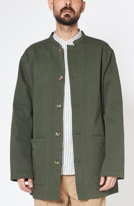 """Kaperngrüne """"Atelier"""" Jacke mit mehrseitig eingreifbaren Taschen und hornfarbenen Knöpfen"""