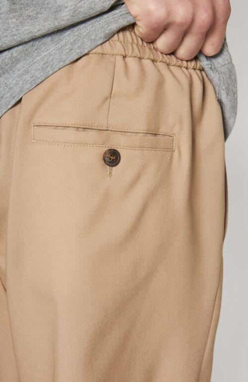 Kurze Hose mit elastischem Bund in beige