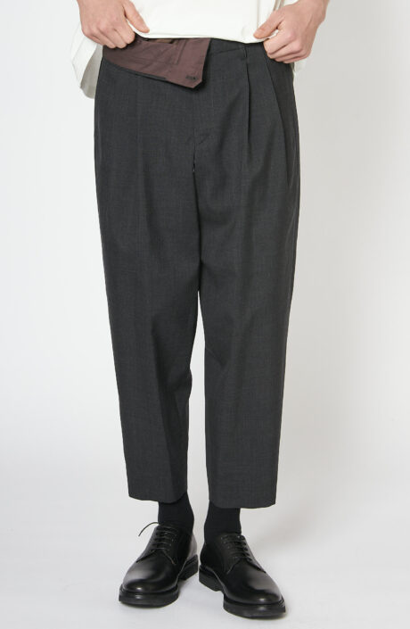 Graue Hose aus Wolle mit umgeschlagenem Bund