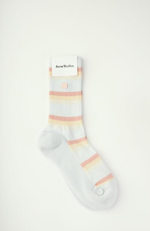 Hellblau gestreifte Socken