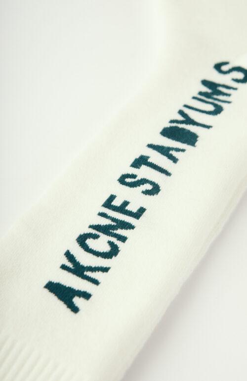 Weiße Socken mit dunkelgrünem Schriftzug