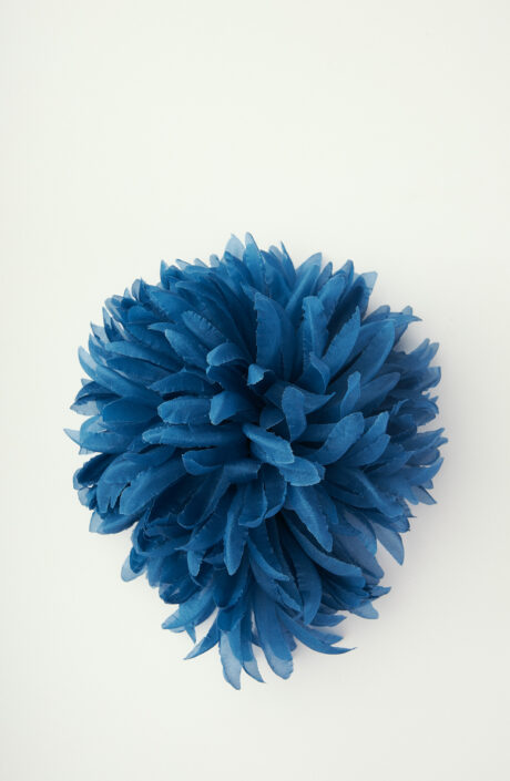 "Brosche ""Anemone Parco Virgiliano"" in Blau"